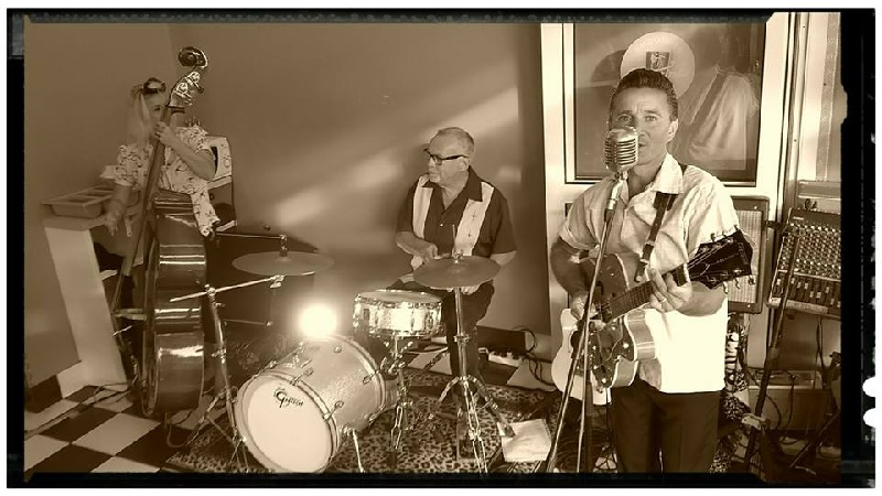 Twist diner - Saint Jean de Monts ( photo Julie Le Bot ) - Ducky Jim Trio