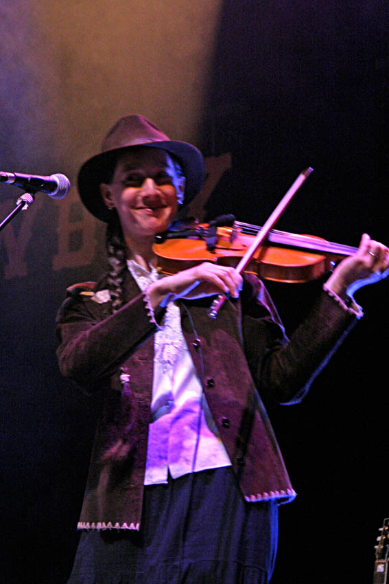 RFCW 2014 - Mary guitare, violon, washboard, caisse claire - Rencontre Folk, Country et Western